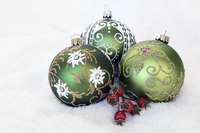 christmas-bauble-2956231_640.jpg