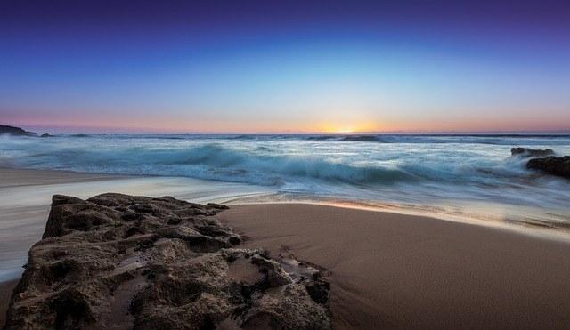 ocean-waves-1081834_640.jpg